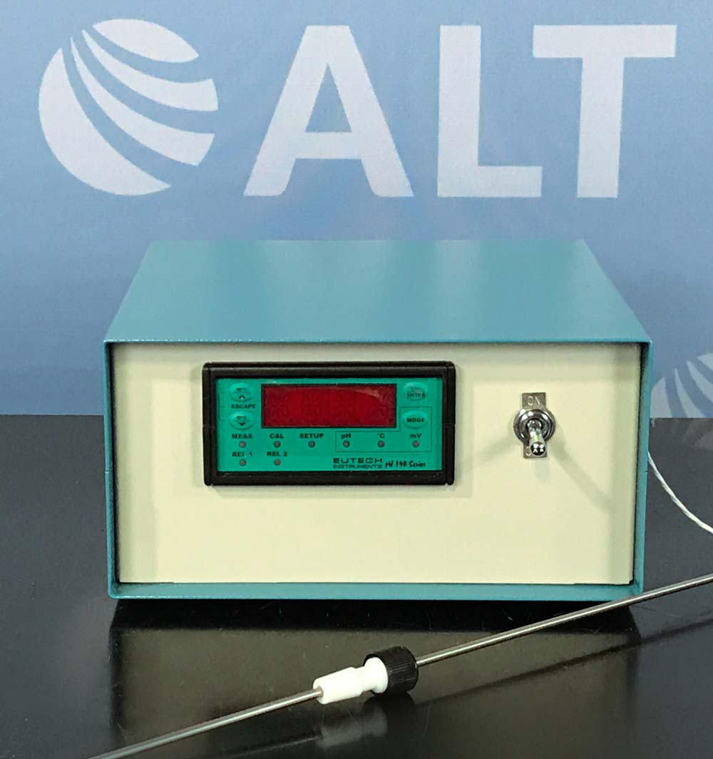 Eutech Instruments lpha pH 190 1/8 DIN pH / ORP Controller with Temperature display and Transmitter Image
