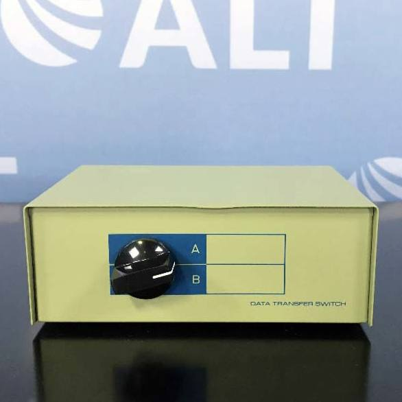 COMTOP 2 Ports DB9 Female Data Transfer Switch P/N 40D1-10602 Image