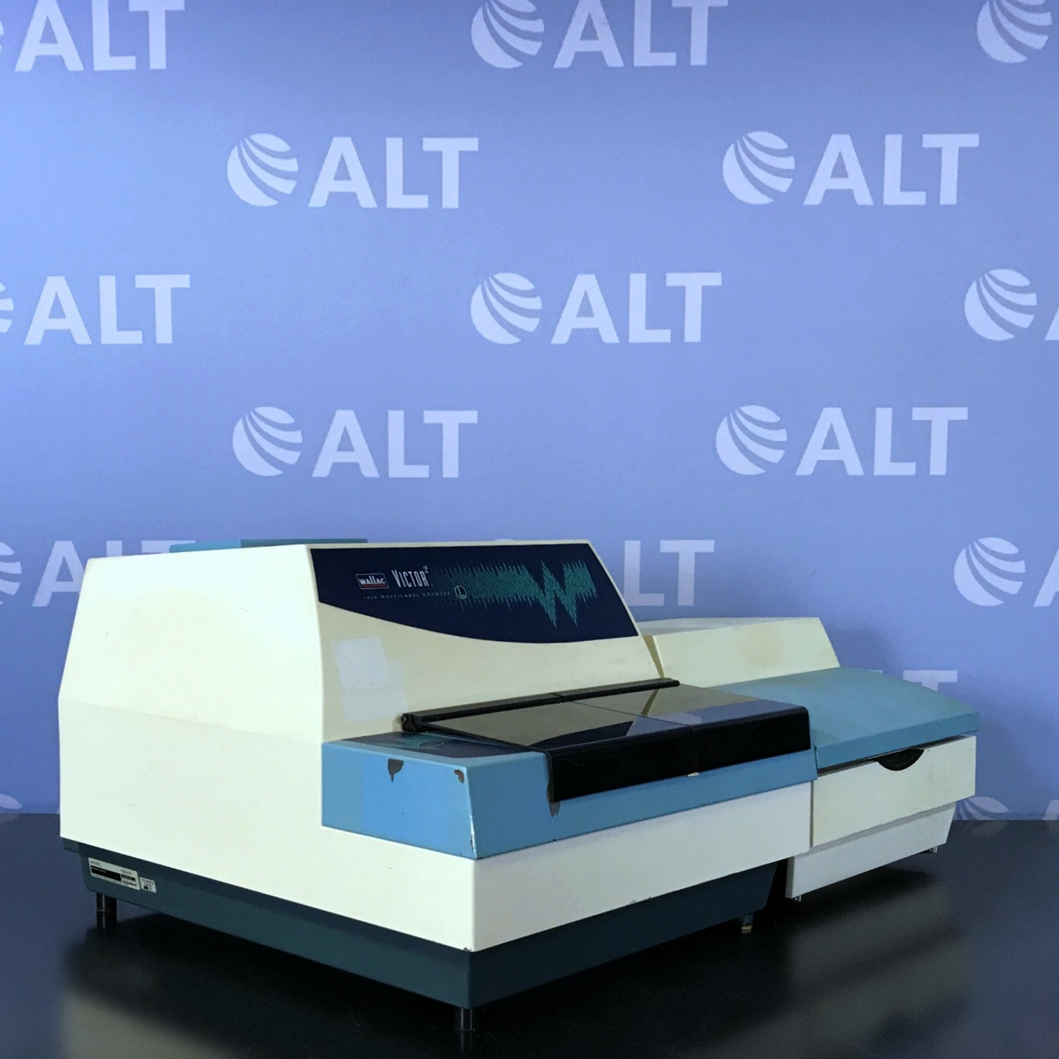 Wallac Victor2 1420-018 Multilabel Counter with Wallac Liquid Injector 1420-252 Image