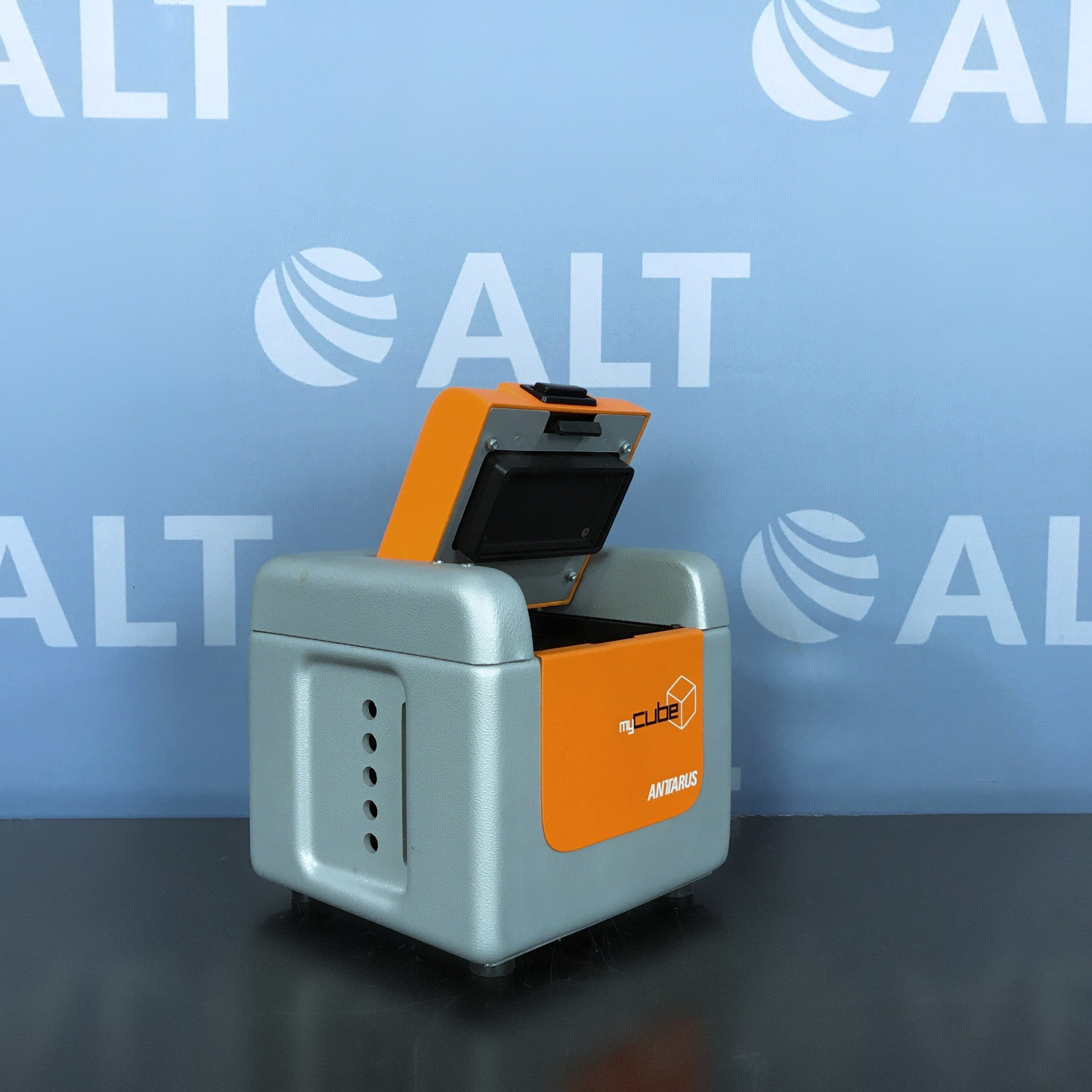 Antarus MyCube Thermal Cycler Image