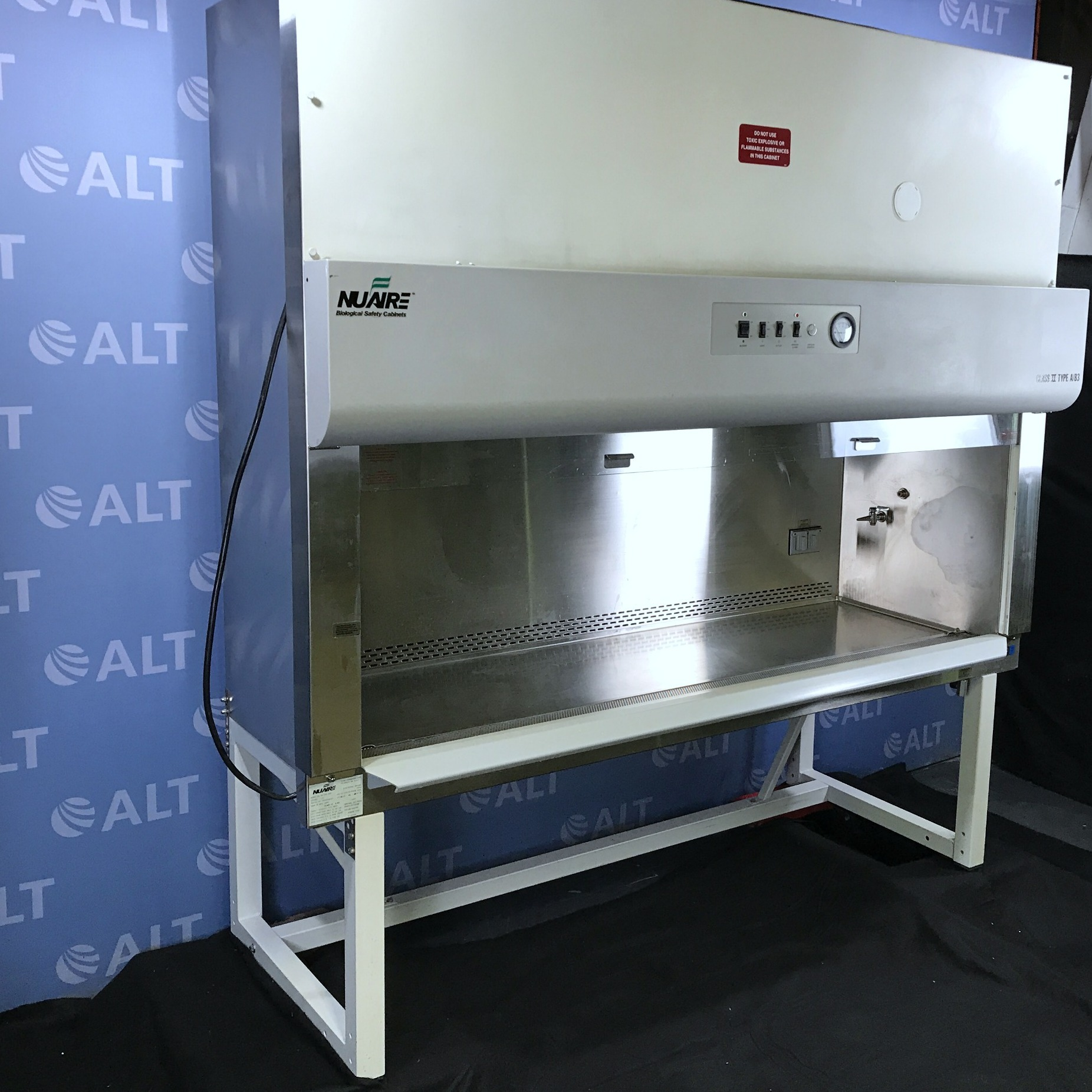 Nuaire NU-425-600 Series 24 Class II Type A/B3 Biological Safety Cabinet Hood Image