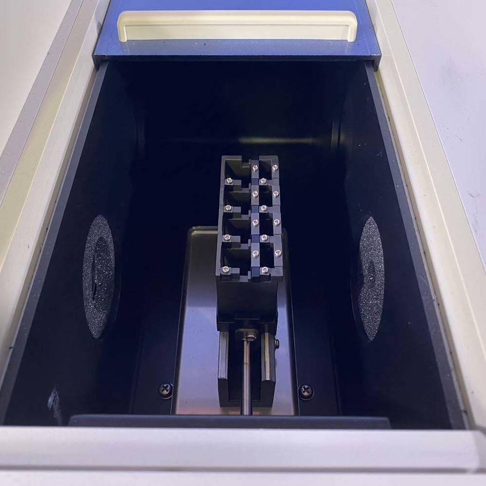 Hitachi U-1900 Spectrophotometer Image