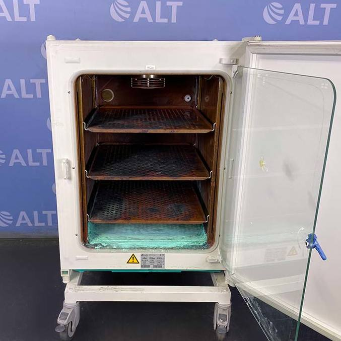 Heraeus Heracell CO2 Incubator with Copper Chamber P/N 51013669 Image