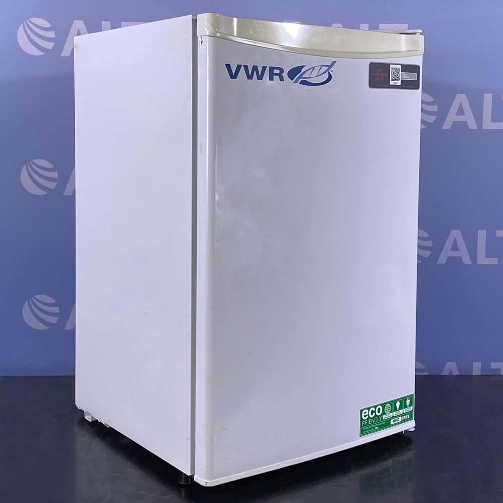 VWR General-Purpose Freestanding Undercounter Freezer, Model 89425-622 Image